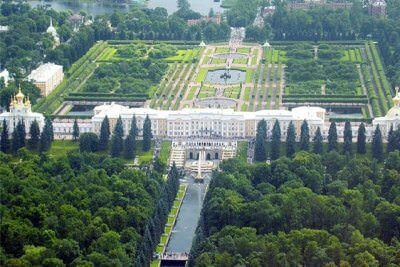 Private guided tour to Peterhof